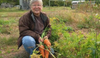 Small farmers challenge conventional agriculture in Pineland Sands